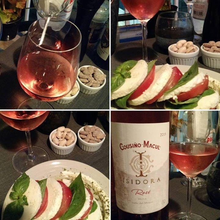 Mais uma noite Rosé com saladinha pra refrescar …
