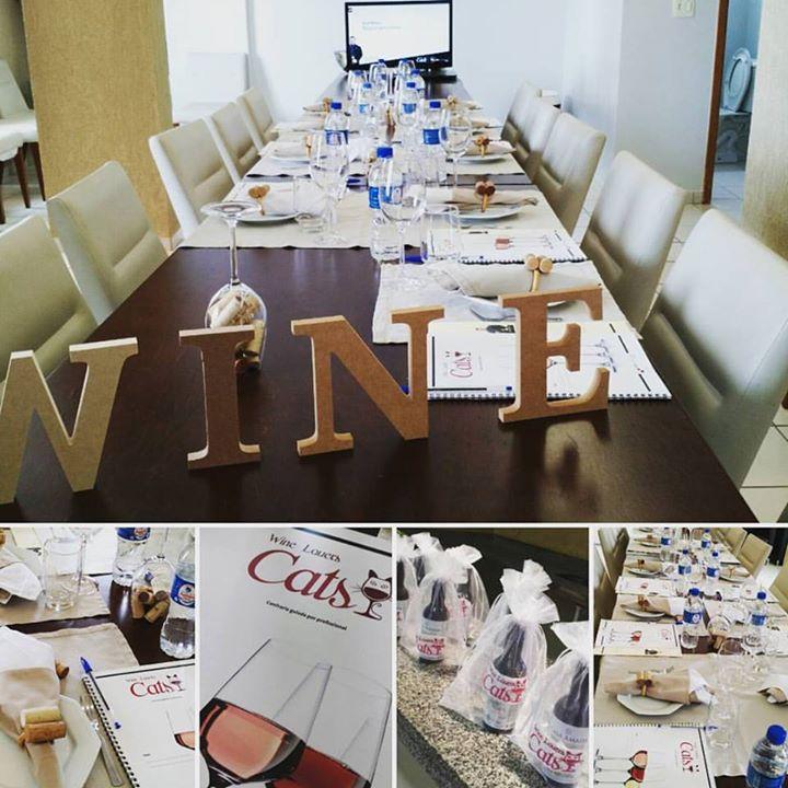 36277586 Preparativos para a confraria Wine Lovers Cats em ...