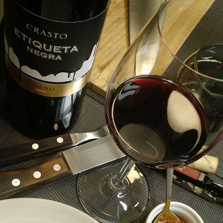 Testando um vinho português do #douro que criou …