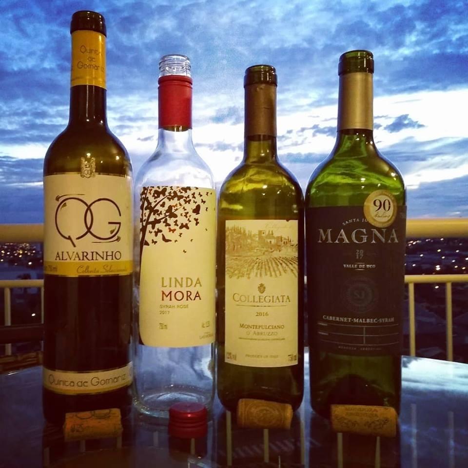 """Semana com dois vinhos inéditos, um Verde e outro corte tinto com 90RP e mais 2 rótulos """"figurinhas carimbadas"""" por aqui.."""